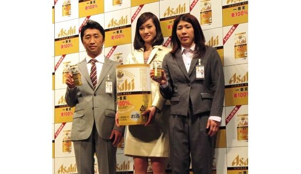 イベントに登場した内藤大助、荒川静香、吉田沙保里(写真左から)