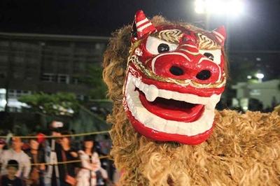 浦添三大王統まつりに登場する獅子舞は迫力満点だ