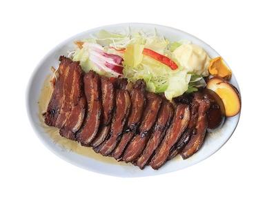 清美軒 / 「焼豚」(800円」。赤身を甘辛く炊き、しっとり柔らかな食感。おつまみとして注文する人が多いそう