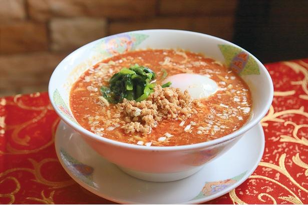 満正苑 / 全メニューのなかで最も手間がかかるという「担々麺」(900円)もウリ