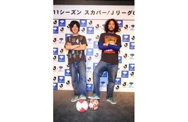 中澤佑二選手のサッカースクール「NAKAZAWA SC」でコーチを務める二人が、リフティングパフォーマンスを披露