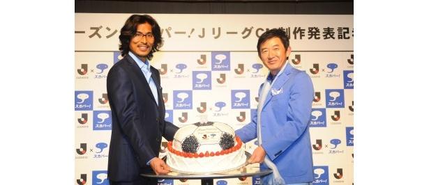 2月25日(金)に33歳の誕生日を迎える中澤佑二選手を祝うために、サプライズでバースデーケーキが登場