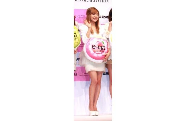 「子供のころ日本に遊びにきた時に『e-maのど飴』を食べたことがあるんです!」とエピソードを披露するサニー