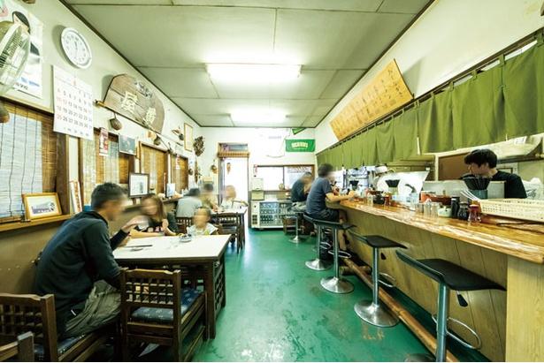 のれんや床など、店のカラーは緑系を基調にする / 番屋