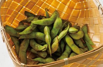 丹波黒大豆から生まれた秋の枝豆、紫ずきん1袋(400円)もオススメ。販売は10月下旬まで/錦 京野菜 川政