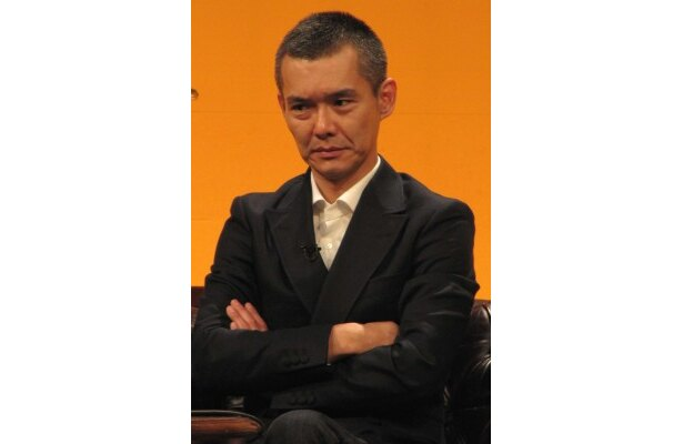 ナゾの仮面の男デス・コールを演じる渡部篤郎