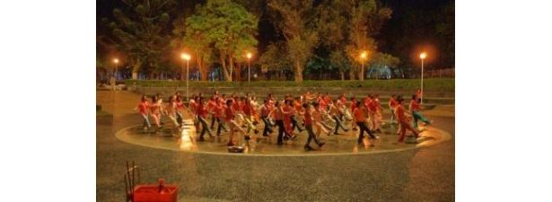 台北市内の中山區にある榮星公園は早朝から体操やダンス合唱などを楽しむ人々が集まる