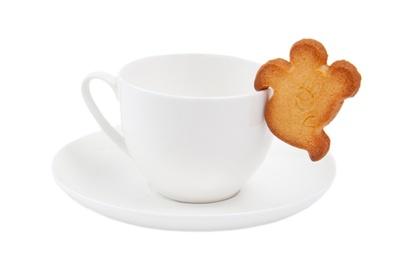 ティーカップのフチに引っかけられる、おばけの形をしたクッキー