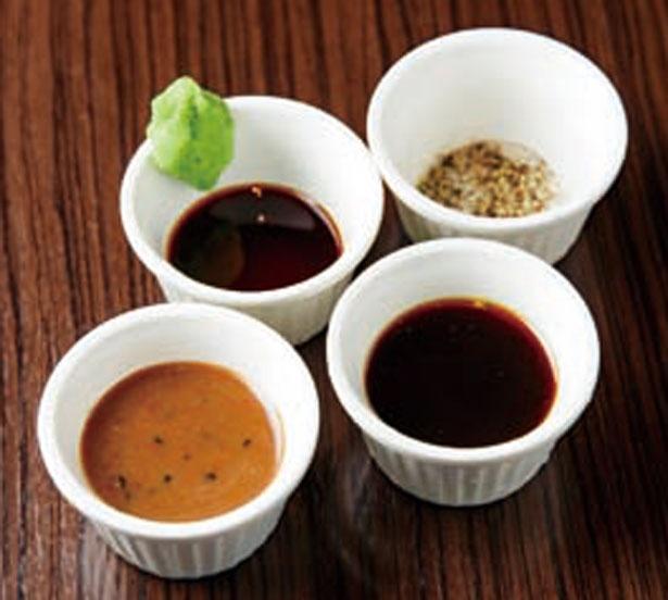 ソースは赤ワインを使ったピリ辛の味噌、ポン酢、塩胡椒、ワサビ醤油から2種選べる/quatre lapin