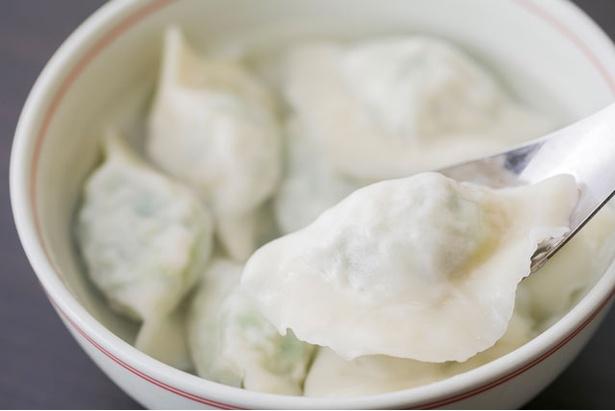 魚のすり身を使った珍しい水餃子(魚、 8個842円) / 手作り餃子の店 蘇州