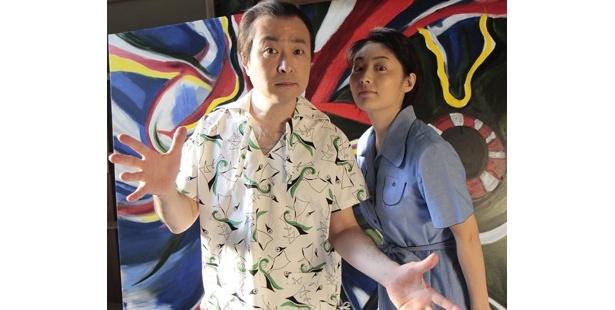 太郎役の松尾スズキ(左)と、公私ともに太郎のパートナーだった敏子を演じる常盤貴子(右)。