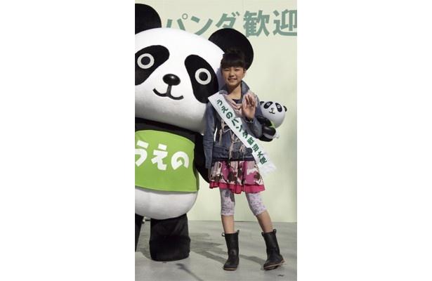 【写真】パンダになつくのぞみちゃん&新パンダキャラクターも