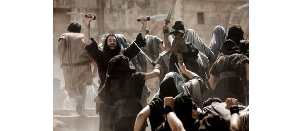 宗教間の争いにより、アレクサンドリアの街が崩壊していく
