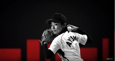 【写真を見る】ジェンダーの壁を乗り越えて挑戦する片岡安祐美(野球選手兼監督)