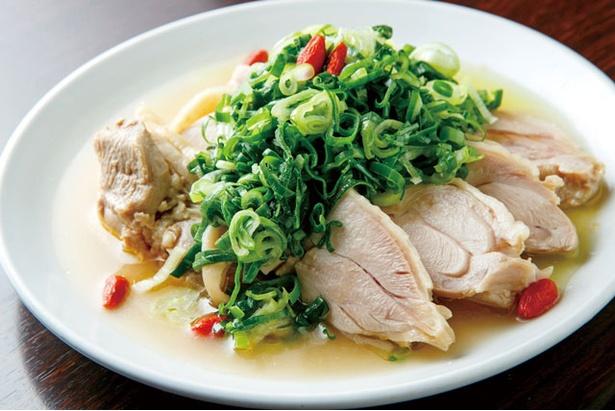 九份 / 豊かな鶏の旨味を堪能!クコの実入りの台湾酒菜「九条ネギ蒸し鶏」(778円)