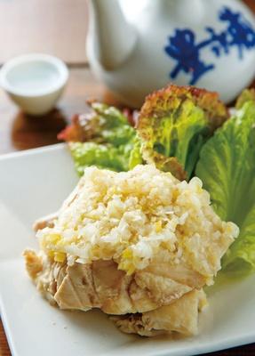 中華菜 髙福 / ネギが効く絶品蒸し鶏!好みのお酒と共にどうぞ「蒸し鶏の葱ソース」(550円)