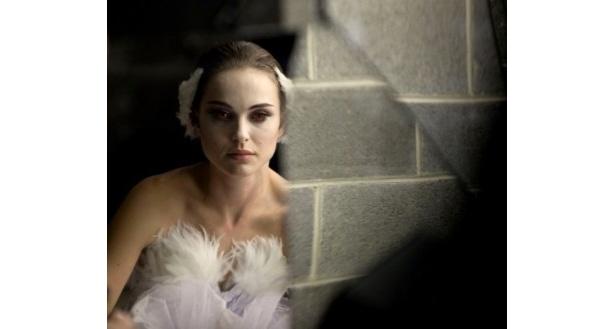 【写真】ナタリー・ポートマンが『ブラック・スワン』で白鳥の湖を踊るシーンにほれぼれ