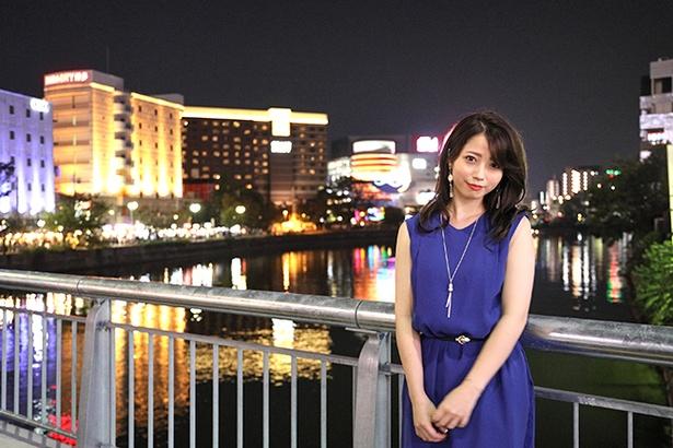 ドレスアップした優実が中洲の街によく似合う
