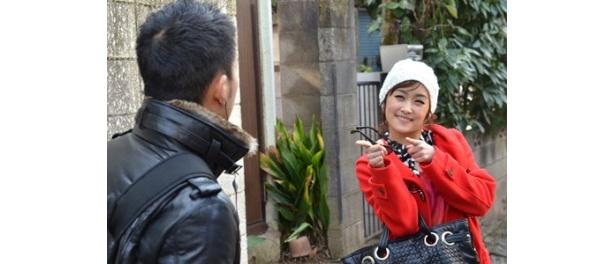 第5話。石田卓也扮するパパラッチを相手に不思議キャラのニコルが奮闘
