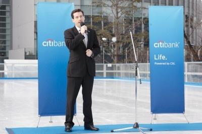シティバンク銀行個人金融部門長 デニス・ハッセーさんが冒頭にあいさつ