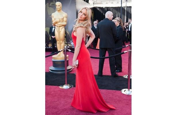 ジェニファー・ローレンスも赤いドレスでセクシーさをアピール
