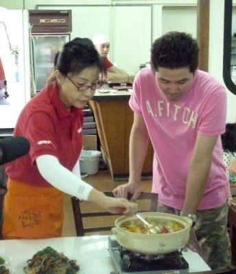 韓国料理に興味津々の川田