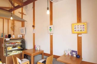 カフェの中にもアート作品を展示。個性的な作品を楽しめる