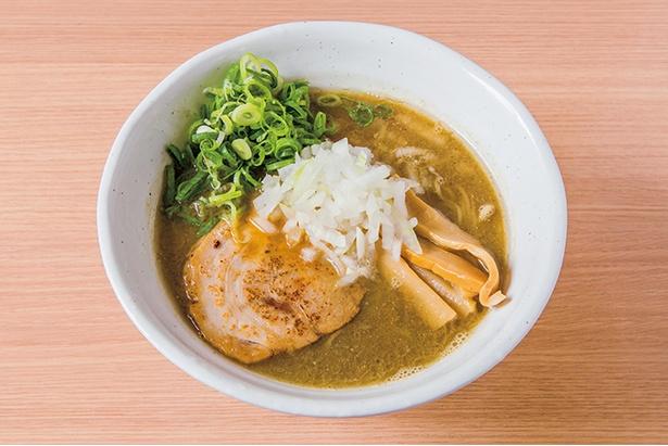 「極上煮干しらーめん」(800円)。麺はスープに合わせた特注の細麺を使用
