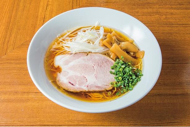 昔懐かしいをテーマにクラシックスタイルの煮干しラーメンを再現した、「にぼそば」(780円)。