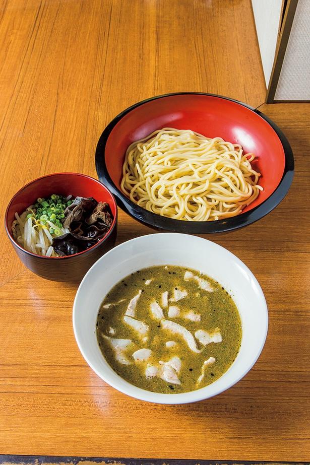 「煮干肉だしつけ麺」(880円)