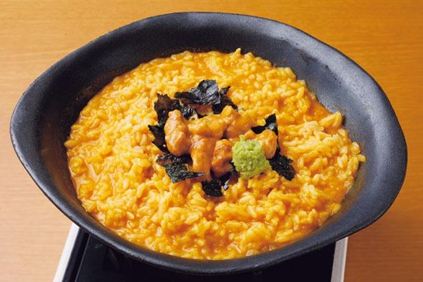 【写真を見る】しゃぶしゃぶの締めは残った特製うにスープにご飯を入れて絶品うに雑炊に/絶景レストラン うずの丘