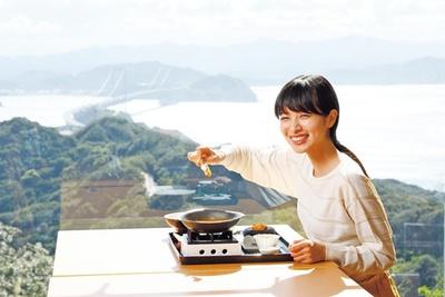 大鳴門橋など店内の絶景がご飯をさらにおいしく感じさせてくれる/絶景レストラン うずの丘