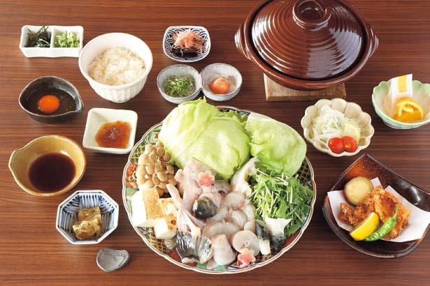 美福鍋 ※注文は2人前から(6480円、10月中旬~3月下旬)/道の駅うずしお レストラン