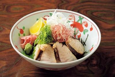 サワラあぶり丼(1620円、通年注文可)/春吉