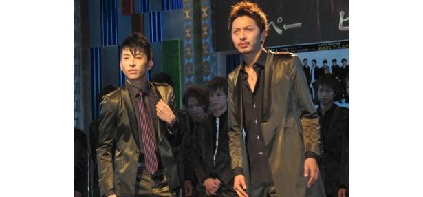 さっそうと登場したテッぺー、ヒロ(写真左から)