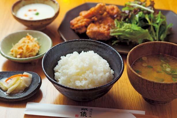 近江米粉の唐揚げ定食(1436円、通年注文可)/釜炊近江米 銀俵