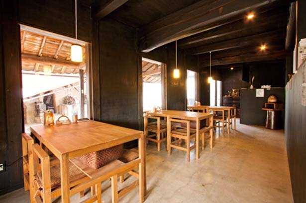 登り窯横にあるカフェ。大登り窯を眺めながらのんびりカフェタイム/Ogama