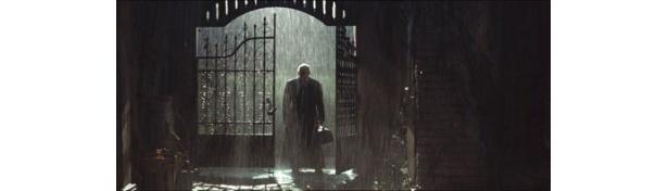 雨や闇といった描写が作品の神秘性を際立てる