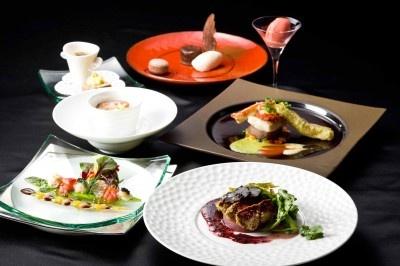 ディナーの世界三大珍味コース¥6000。完全予約制