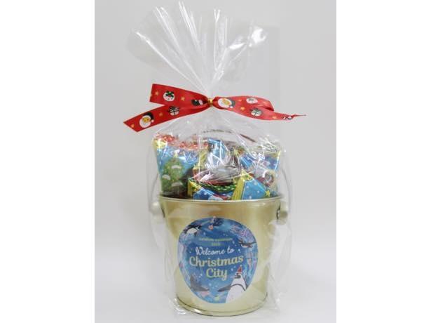 館内のショップでは「サンシャイン水族館オリジナルお菓子セット」(640円)などクリスマス限定品を販売