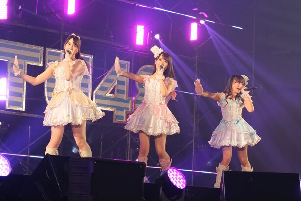 左から永野芹佳(AKB48)・石田千穂(STU48)・坂口渚沙(AKB48)
