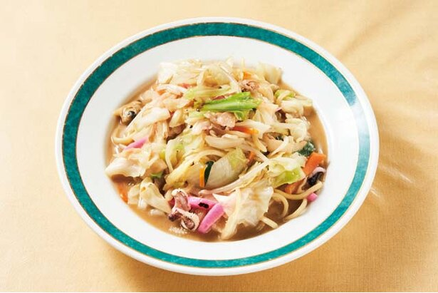 吉興 / 野菜や魚介と太めの柔らか麺を鶏ガラスープで炒め煮る「皿うどん」(1000円)