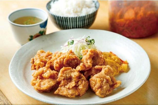 中華工房 山庄 渡辺通店 / 鶏肉の天ぷら定食(700円)。ご飯、セルフのスープ付き