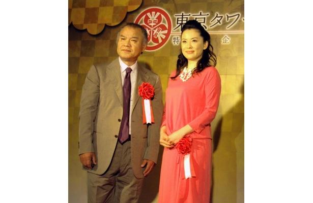 東京タワー「江」展オープニングセレモニーに出席した大地康雄、鈴木砂羽(写真左から)