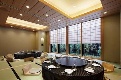 八仙閣 本店 / 完全個室。個室は大小30部屋あり、最大350人が座れる大宴会場も完備する