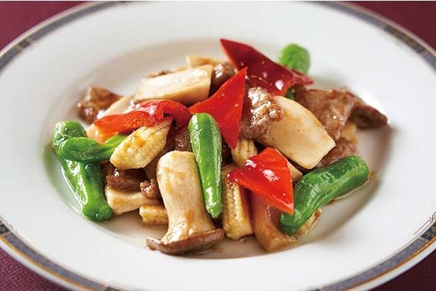 華風福寿飯店 / 牛肉のオイスターソース炒め(1188円)。柔らかい牛肉と野菜やキノコの食感も堪能しよう
