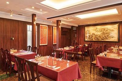 華風福寿飯店 / 1年のブランクを経て高取で2019年6月に再スタートを切った。連日、オープンを待ちわびていた客でにぎわう
