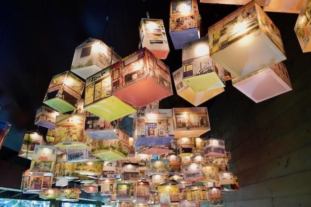 栗真由美『builds crowd AMAGASAKI』尼崎の商店をランタンにした作品