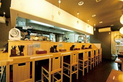 和食店のような趣が感じられる。淵野辺は学生の街でもあるので多彩なメニューも展開