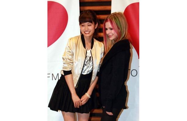 前田敦子は「わたしもドキドキしています」と緊張しながらアヴリル・ラヴィーンを呼び込んだ